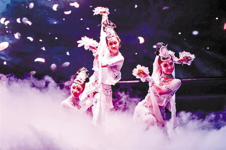 甘肃精品主题乐舞《相约千年》在平川精彩上演