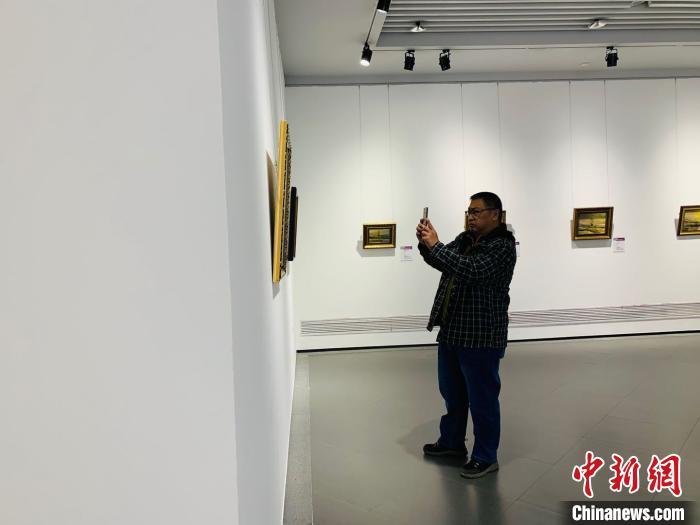 百幅俄罗斯油画亮相中国北疆浓浓异域风引八方游客驻足
