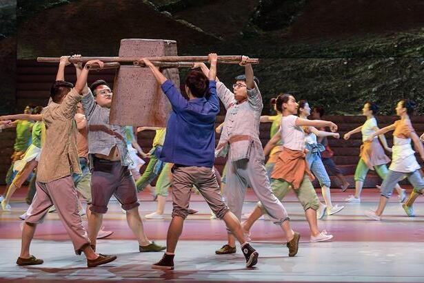 歌舞剧《大地颂歌》首次进京演出 讲述十八洞村精准扶贫故事
