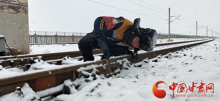 河西部分地区迎来入冬首场降雪
