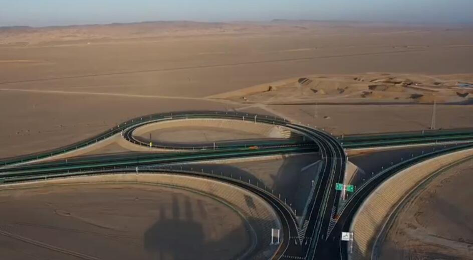 敦当高速通车运营:巨龙跃沙海 大漠变通途(视频)