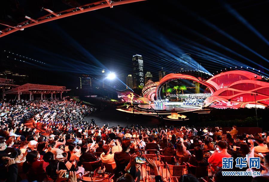 (文化)(2)第33届中国电影金鸡奖电影音乐会暨开幕式在厦门举行
