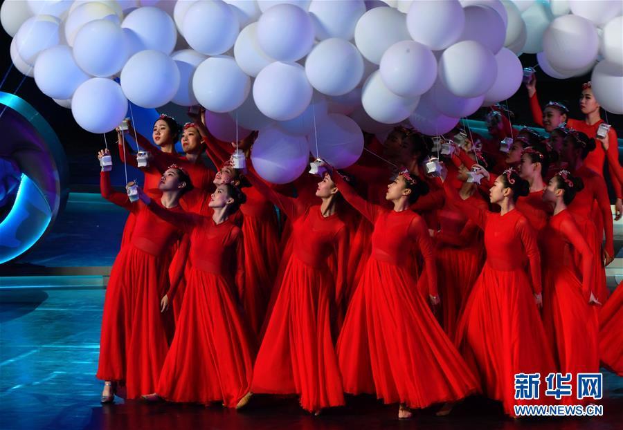 (文化)(3)第33届中国电影金鸡奖电影音乐会暨开幕式在厦门举行