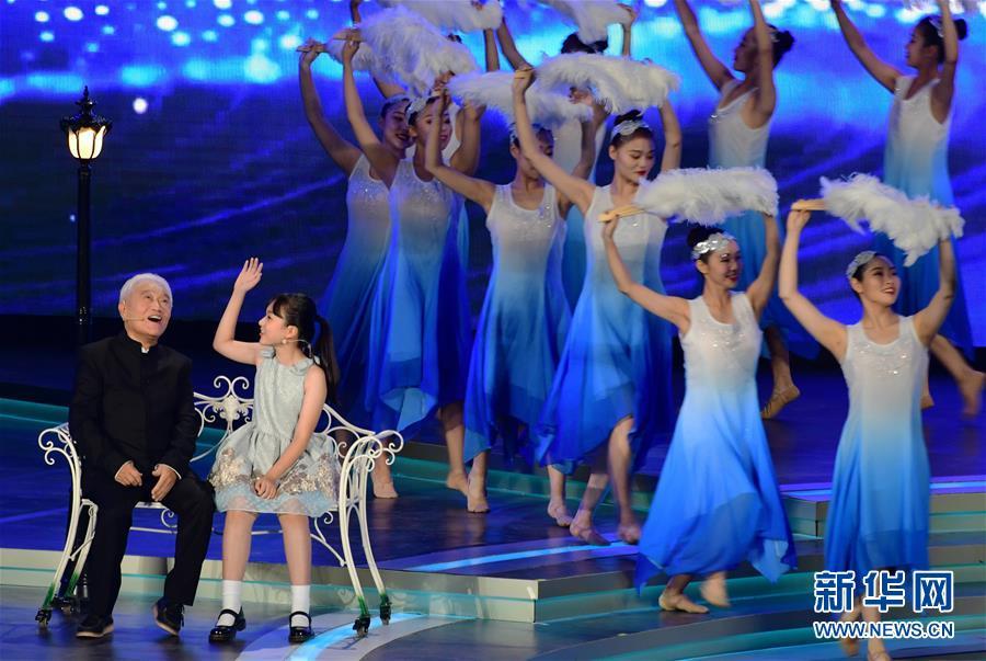 (文化)(6)第33届中国电影金鸡奖电影音乐会暨开幕式在厦门举行