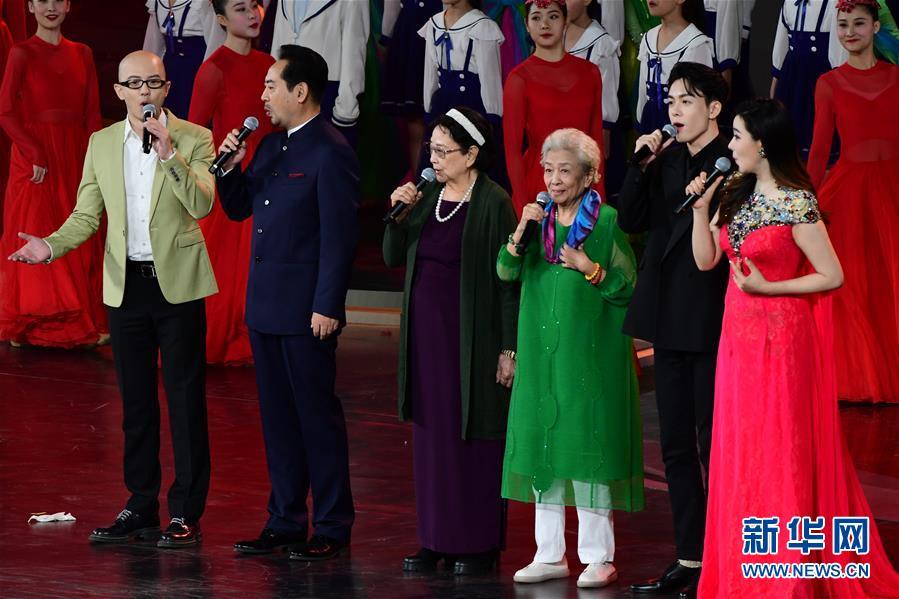 (文化)(8)第33届中国电影金鸡奖电影音乐会暨开幕式在厦门举行