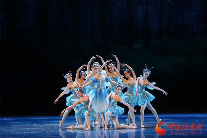 """文化惠民温暖金城 芭蕾舞剧《灰姑娘》演绎""""足尖上的童话之旅"""""""