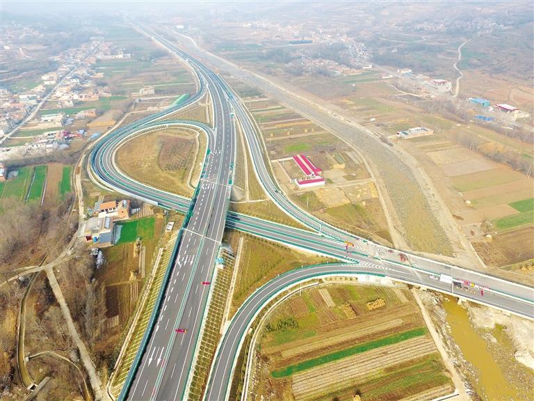 临夏州即将建成的双达公路犹如一条巨龙