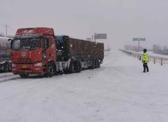 受降雪影响甘肃省这些路段实行交通管制