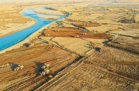 黑河岸畔的张掖市甘州区乌江镇管寨村