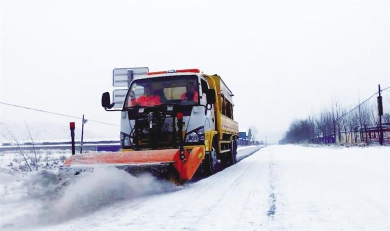 受降雪影响甘肃省部分高速路段临时交通管制