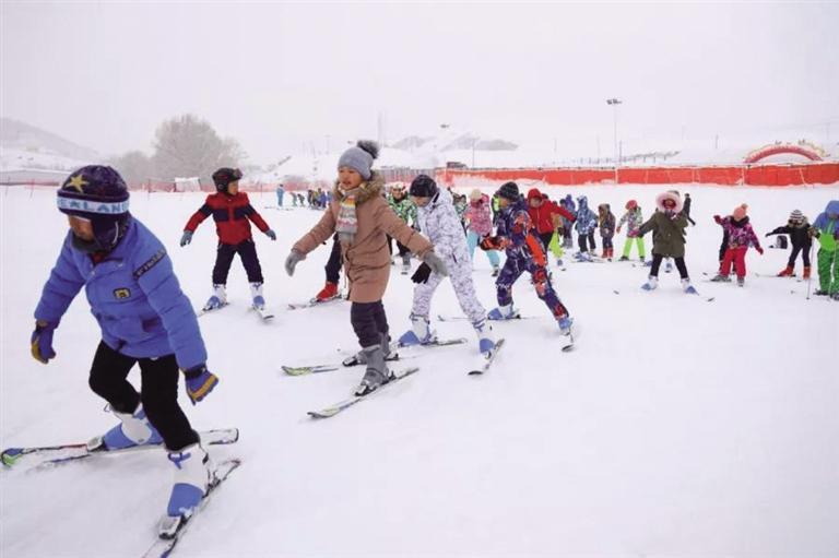 拥有39个娱乐项目 占地面积6万平方米 兰州新区冰雪新天地本周末开门迎客