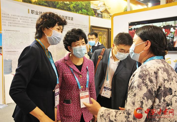 副省长何伟参加第一届全国技能大赛开幕式并参观技能交流展示活动甘肃展示区