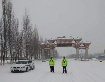 受降雪影响甘肃省内部分路段临时交通管制