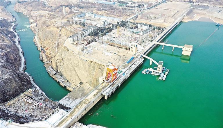 临夏州永靖县拍摄的刘家峡水库大坝