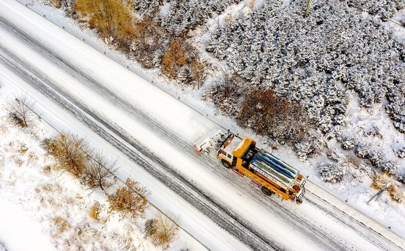 【陇拍客】甘肃张掖:公路除雪保畅通