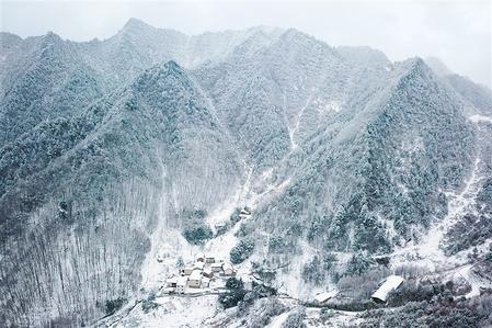 甘肃省陇南市康县一处乡村雪景