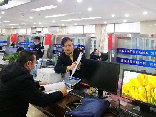 """白银市首台24小时自动售药机将正式""""上岗"""""""