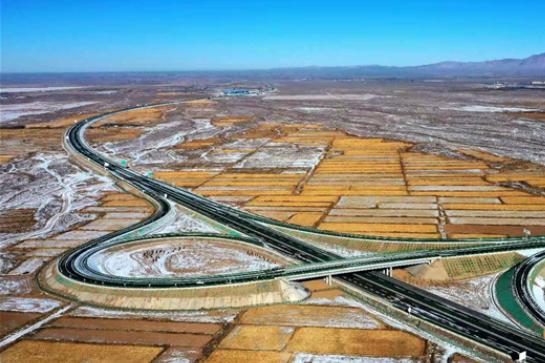 张扁高速公路建成通车 赏油菜花海更近一步