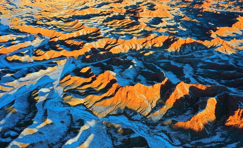 【飞阅甘肃】平山湖大峡谷:白雪丹霞总相宜