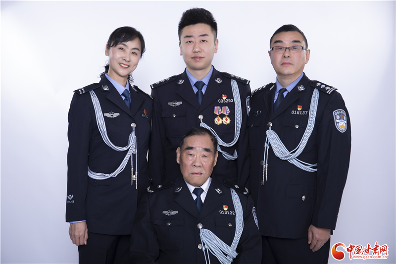 【首届中国人民警察节】兰州网警王续超:一家三代从警 传承公安荣耀