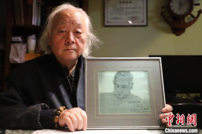 香港导演李翰祥为逯彤的素描。 张道正 摄