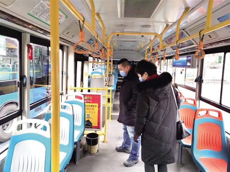 """兰州公交集团:所有公交车辆落实早晚高峰前""""一日两消毒""""制度"""