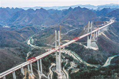 大桥飞架 道路通达