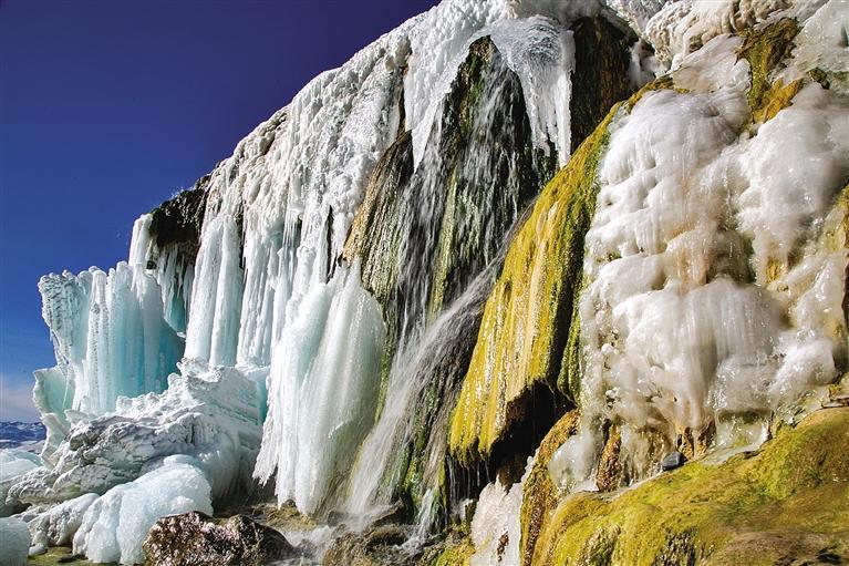 祁连山国家公园七彩冰瀑美如画