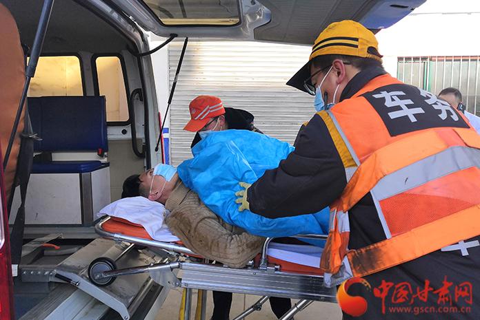 19分钟紧急救援,永登车站为旅客开辟生命通道