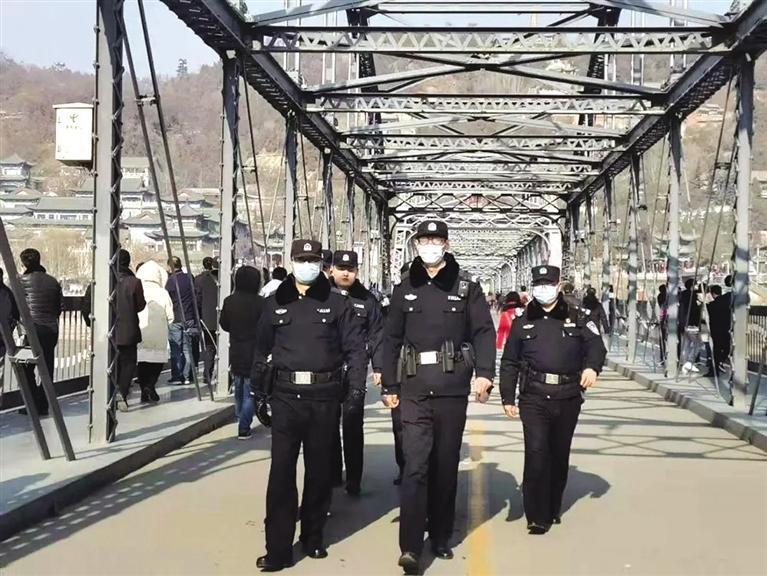 兰州公安组织多警种多部门警力加强巡逻防控保障节日平安