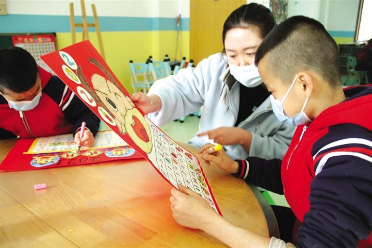 40名儿童自制挂历迎春节
