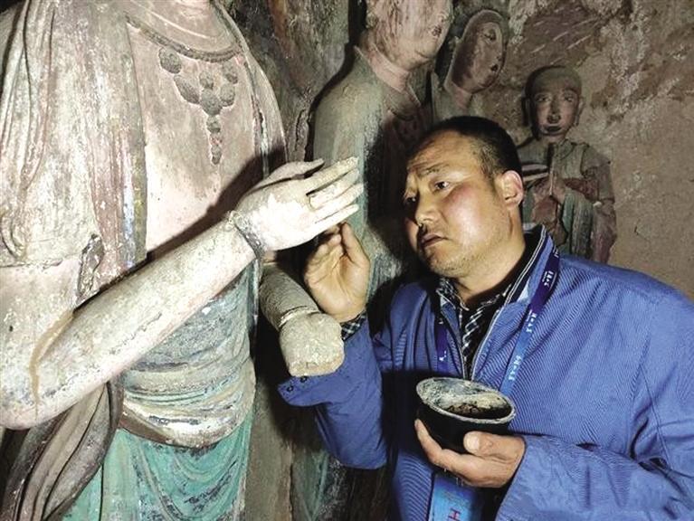 麦积山石窟文物修复师牟常有:34年来修复洞窟20个
