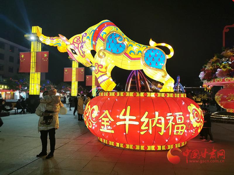 【新春走基层】康县:迎春花灯点亮街头