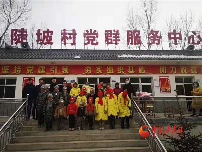 【新春走基层】 中国甘肃网新年新衣到临夏 温暖相伴祝福多