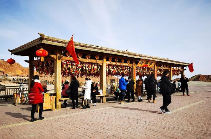 春节假期 张掖七彩丹霞景区热度不减
