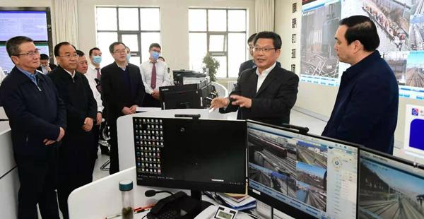 任振鹤在中国铁路兰州局集团调研