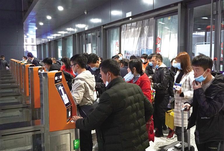 【网络中国节·元宵】元宵节前兰州车站客流持续回升