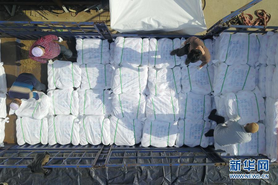 超千吨产自甘肃山区的涤纶缝纫线远销海外