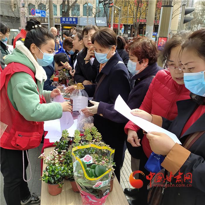 兰州张家园社区:志愿服务出新招 送你一朵小红花