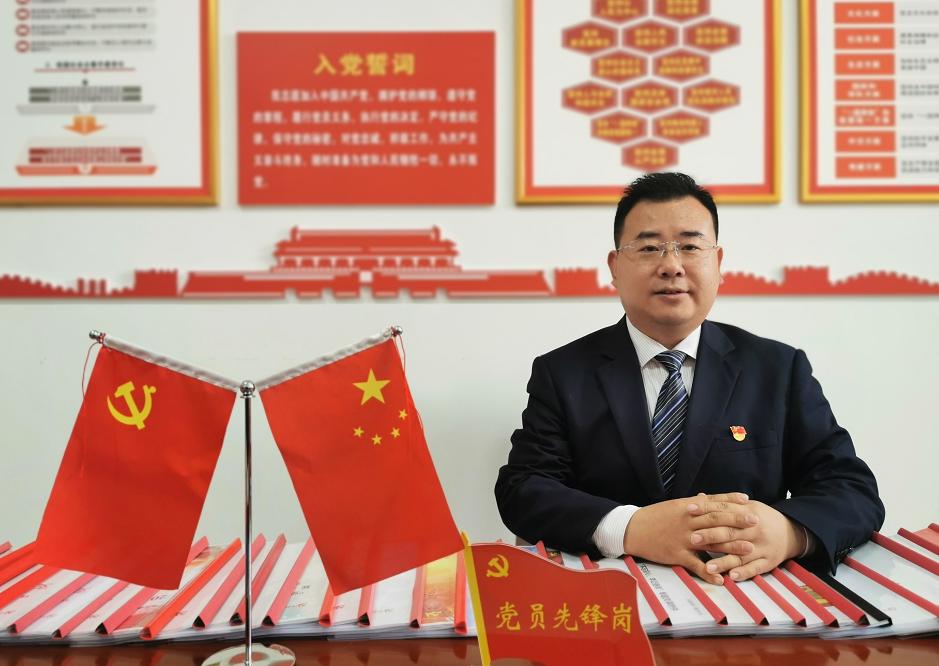 为党旗增辉——记邮储银行临夏县支行党支部书记、行长成福荣