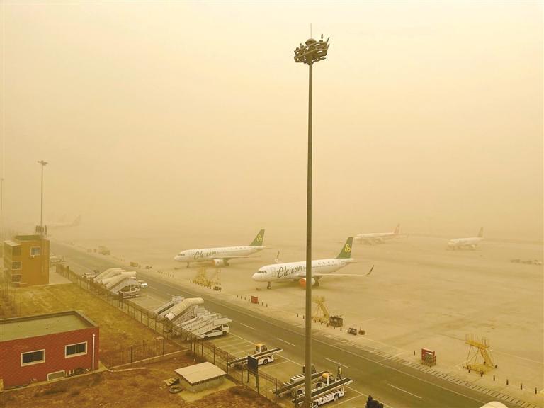 兰州中川机场取消80架次航班