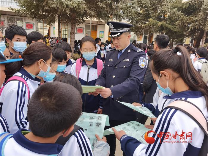 庄浪县公安局良邑派出所深入中学开展法制宣传教育