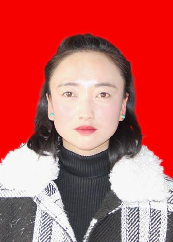 张雅萍:自立自强 利用当地资源拓宽群众增收渠道