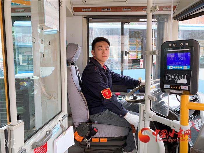 兰州网红公交司机贾鑫东:抖音上展示阳光向上的公交人