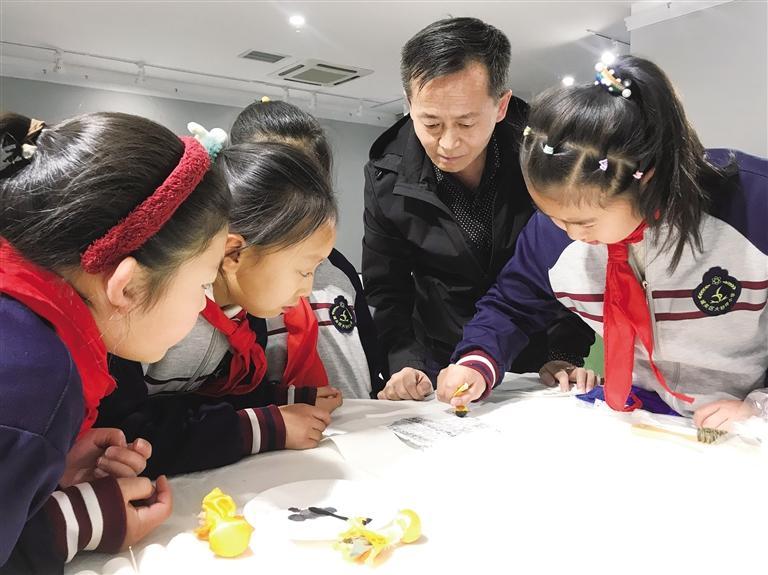 """""""2021我们的节日?活态非遗""""系列活动正式启动  首期活动""""清明节——时光里的中国""""展示传统传拓艺术"""