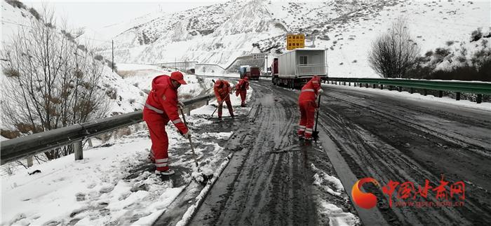 受雨雪影响 甘肃省河西部分路段临时交通管制