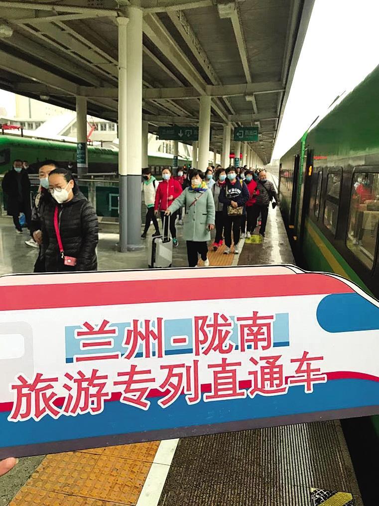 """环西部火车游""""春游专列开启踏青之旅"""