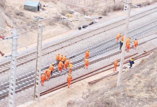 包兰铁路甘肃段集中修施工拉开帷幕