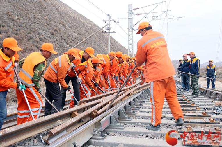 为期85天 包兰铁路甘肃段展开集中修施工