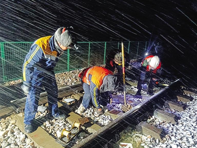 河西迎雨雪兰州铁路局积极应对保障出行
